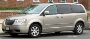 2008-2010_Chrysler_Town_&_Country_--_03-18-2011