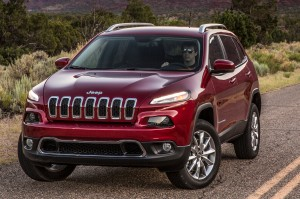 2014-Jeep-Cherokee-Limited-front-three-quarters-view-01
