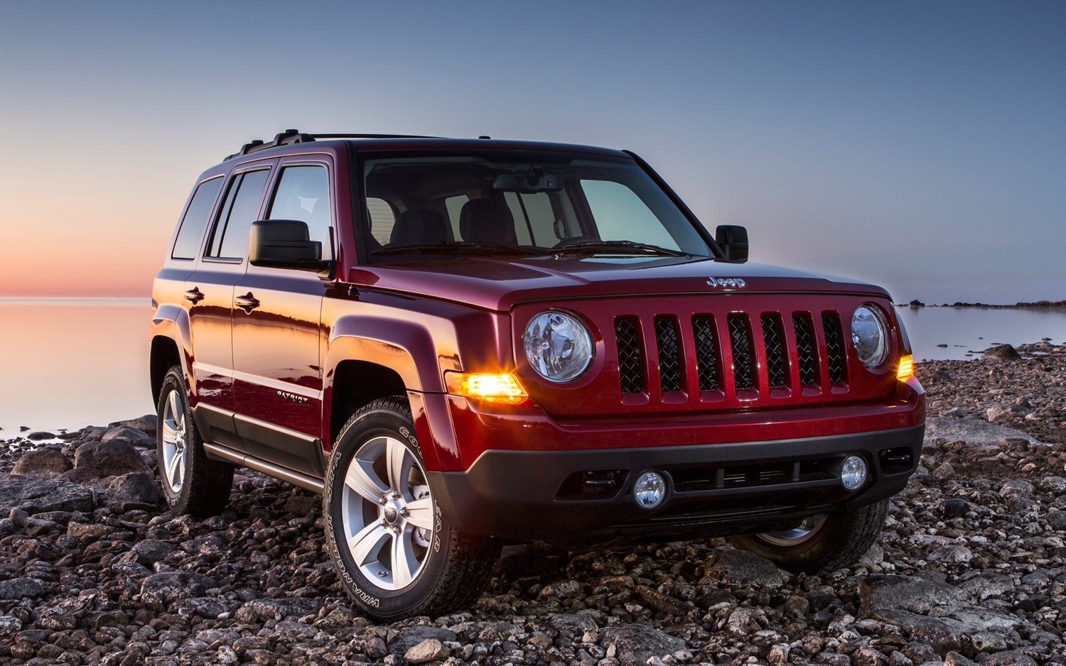 2014-Jeep-Patriot-front-three-quarters-view